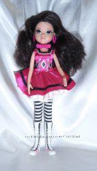 Кукла MGA Entertainment в маске.