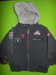 модная курточка на мальчишку фирмы NEXT состояние НОВОЙ