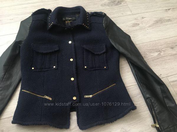 Твидовая куртка ЗАРА с заклепками, размер М подойдёт и на С