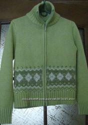 Красивая теплая кофта нежно-зеленого цвета