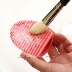 Силиконовое яйцо для мытья косметических кистей BrushEgg