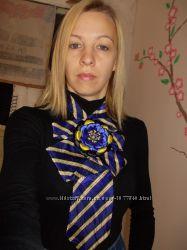 Украшение из галстука