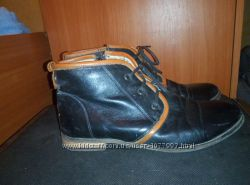 Кожаные черные ботинки