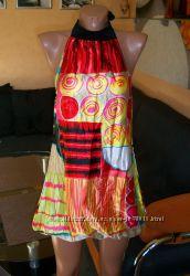 Яркое атласное платье-баллон, р-р XSS