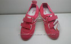 Яркие стильные и очень красивые кроссовки ZARA
