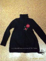 Теплый свитер для беременных черного цвета с красивым цветком