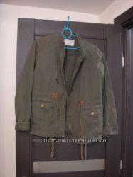 Куртка - парка модного цвета от Terranova