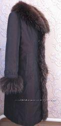 Женское пальто з натуральным мехом