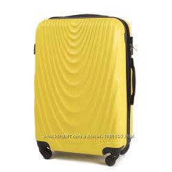 Яркий и Надежный Чемодан Пластиковый с Оригинальным Дизайном Желтый