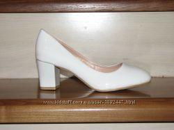 Нарядные туфли на устойчивом каблуке
