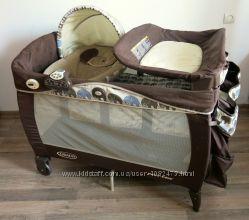 Манеж-кровать Graco с колыбелькой и пеленатором для новонарожденных