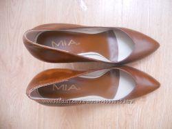 Продам нові шкіряні туфлі MIA куплено в США коричневого кольору