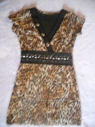 Класне трикотажне тигрове коротке плаття на короткий рукав 42 розміру