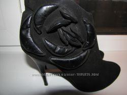 Замшевые ботинки ботильены демисезонные
