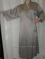 скидка отличный атласный Triumph пеньюар длинный халат