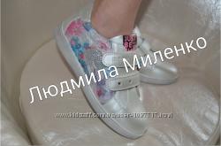 в наличии кроссовки для девочки