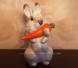 Продам статуэтку Заяц с морковкой, ЛФЗ фарфор, подлинник, середина ХХ века