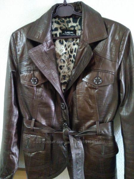 Кожаный женский пиджак.