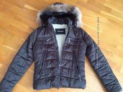 демисезонная теплая куртка курточка с капюшоном S XS 34 размер