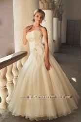 шикарное платье цвет айвори, в идеальном состоянии продам или сдам в прокат