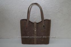 Стильная коричневая лаковая женская сумка