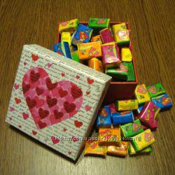 Жвачка Love is асcорти в подарочной коробке 70 шт