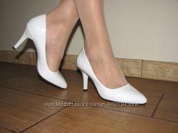 Женские белые классические туфли лодочки на устойчивой шпильке