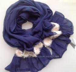 Шарф синий сапфир с белыми цветами