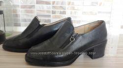 Черные осенние ботинки