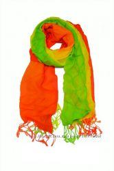 Большой выбор шарфов, снуд платков в галерее