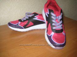 Продам кроссовки Clarks размер 35