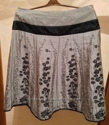 Летняя серебристая юбка Promod с цветами, 40 размер L