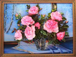 Розовые розы на зимнем окне