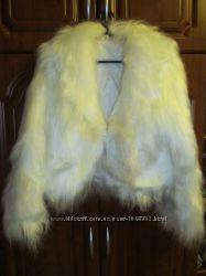 Продам красивую свадебную декоративную шубку, накидку и фату. Торг.