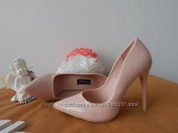 Лакированные туфли лодочки на шпильке цвета пудра