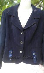 Костюм темно-синего  цвета, размер М