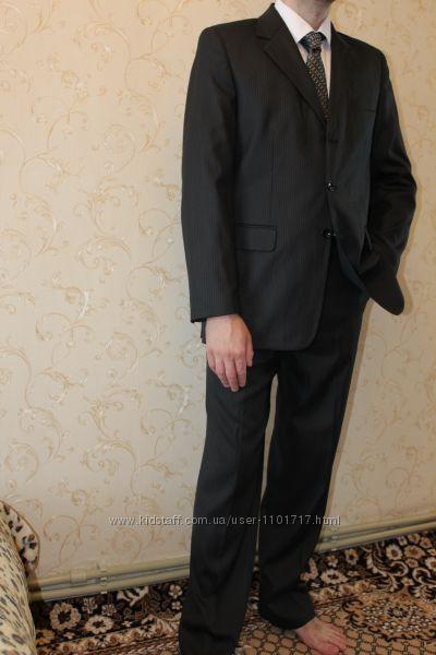 Мужской костюм в полоску р.46