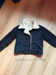 Укорочённая джинсовая куртка Old Navy на рыбьем меху размер 5 Т
