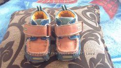 Стильні, легкі туфлі-мокасини фірми Clarks