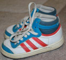 Кроссовки Adidas оригинал Индонезия модному мальчишке 21размер