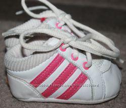 Кроссовки - пинетки Adidas оригинал Индонезияs девочке до года