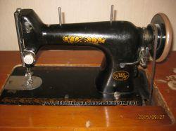 Ножная швейная машинка СССР времен, в рабочем состоянии