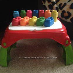 Столик фирмы Clementoni для самых маленьких в идеальном состоянии