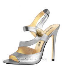 Босоножки коллекции Versace для H&M