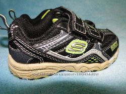 Стильные кроссовки для вашего малыша от SKECHERS на липучках