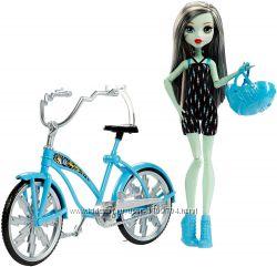 Кукла Monster High Фрэнки Штэин вместе с велосипедом