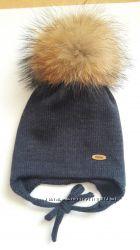 Наличие Детская зимняя шапка с натуральными помпонами
