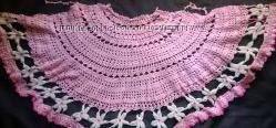 Женская полукруглая вязаная розовая накидка с белыми цветочками. Распродажа