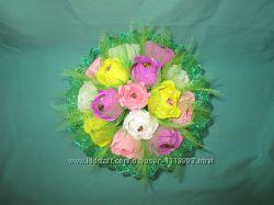 Букет из конфет ручной из 15 разноцветных роз