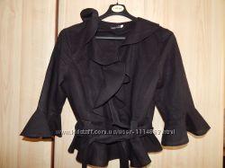 Пиджачек льняной с воланами и поясом